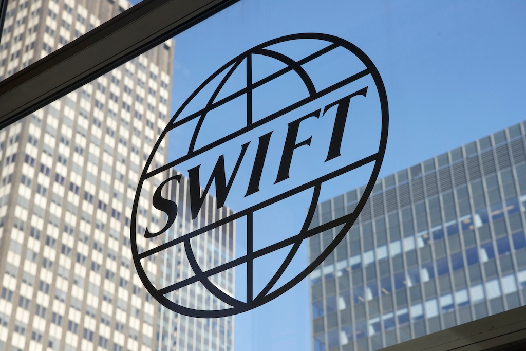 Przelew zagraniczny SWIFT- jak działa i dlaczego tyle kosztuje?